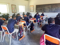 PDC 2014 : Elèves du collège du Rocher en cours pendant la visite de Daniel et Assunta au collège du Rocher de l'île Sainte Marie à Madacasgar fin 2014.