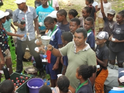 PDC 2016: Belle victoire pour le collège du Rocher pour sa première participation au championnat interscolaire de l'île Sainte Marie en mars 2016. The pupils of the Rocher school won the cup for their first participation at the inter-school football competition on the Saint Marie island in March 2016.
