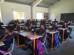 PDC : Elèves du collège du Rocher en classe, novembre 2015. Classroom with attentive pupils at the Rocher secondary school in November 2015.