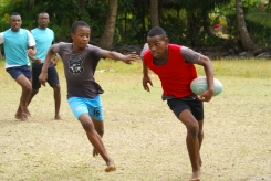 PDC : Cours de rugby avec Daniel Branca pour les élèves du collège du Rocher en nov 2016. Rugby training course with Daniel at the Rocher primary and secondary school in November 2016.